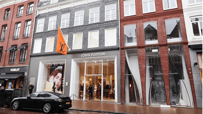 Louis Vuitton heeft aan de P.C. Hooftstraat 140 in Amsterdam haar nieuwe winkel geopend